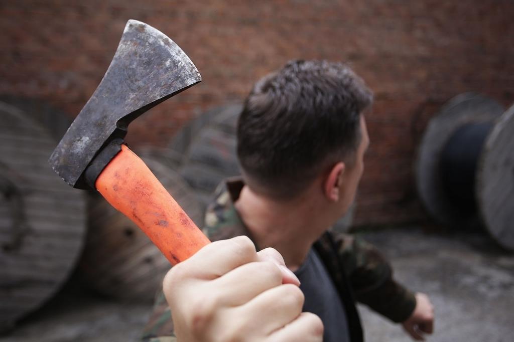 Добился прекращения уголовного дела об угрозе убийством